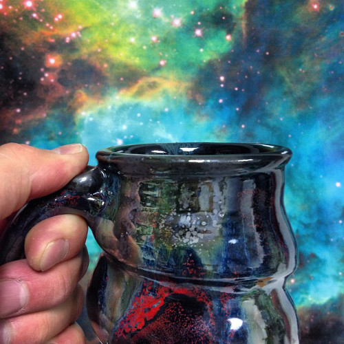 Cosmic-Mug-in-front-of-the-Large-Magellanic-Cloud-Cherrico-Pottery-Hubblesite.org_